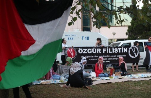 Earth Table For Palestine Outside Israeli Consulate - Pınar