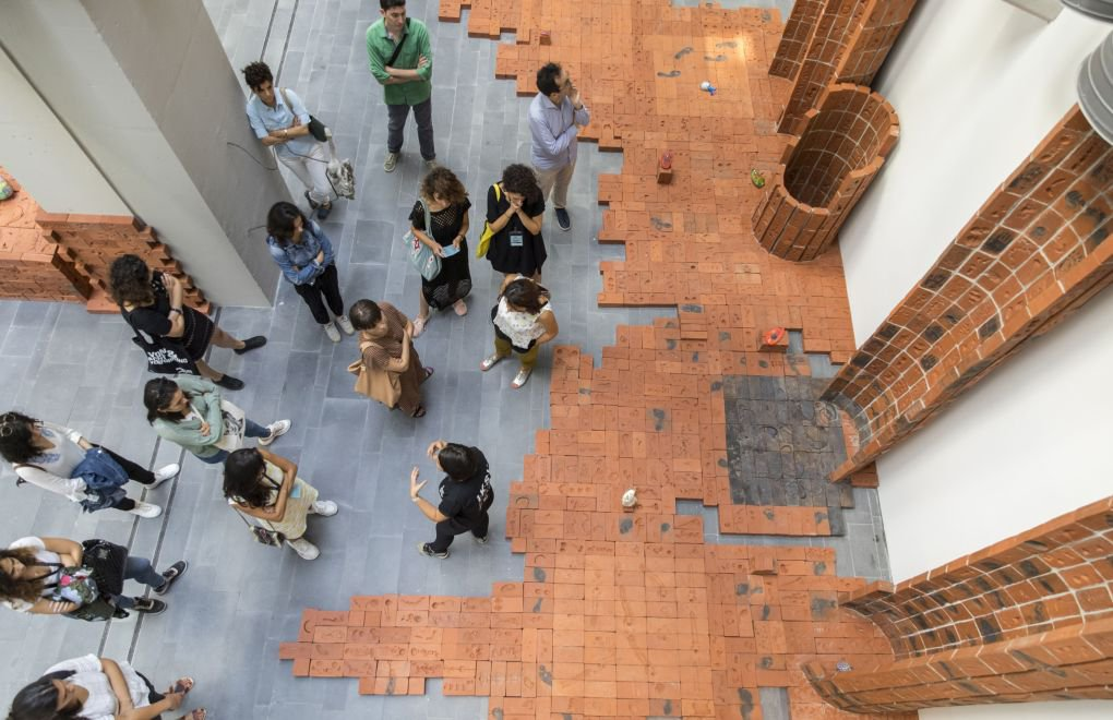 16. İstanbul Bienali'ni 451 Bin Kişi Ziyaret Etti - bianet